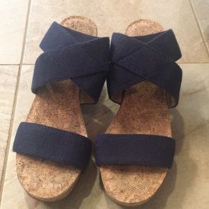 Lucky brand platform wedge 6.5M